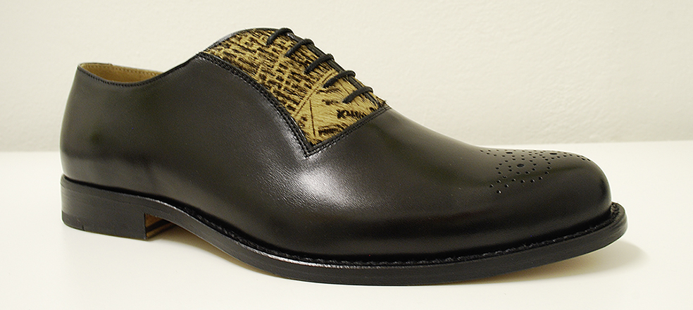 Men's shoe leather with special newspaper-motif